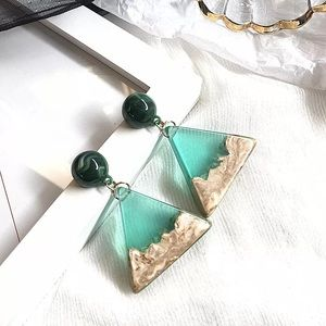 💚✨Triangle Green Resin Elegant Stud Earring.✨💚